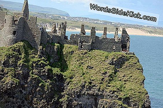 Foto'S: Mysterious Settlement Discovered Near Irish Castle