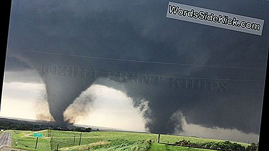 Storm Chasers Vangen Twin Tornado'S Op Video