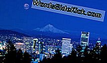 """Portland skyline"" remia Mount Hood."