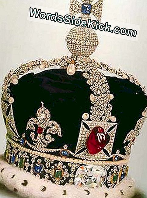 Deze versie van de Imperial State Crown werd gedragen door George V en is nu gehuisvest in de Tower of London.