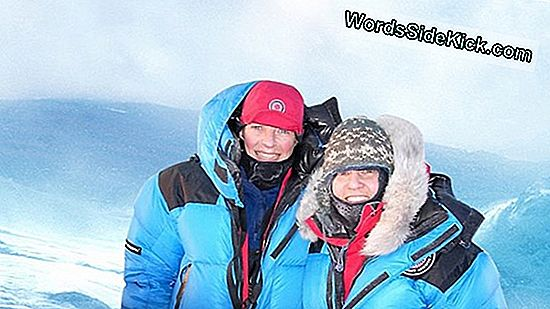 Female Polar Explorers Revisit Tragic Race Til South Pole