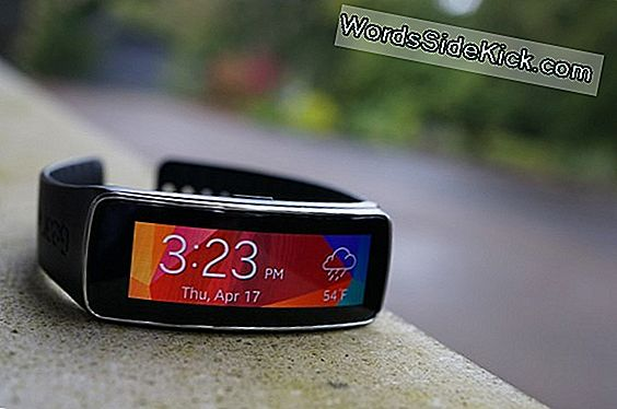 Samsung Gear Fit: Smartwatch Review
