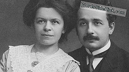 Einstein In Love: Letters Illuminate Genius 'Dark Side