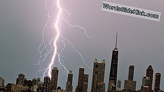 Video Kaappaa Lightning Striking Empire State Buildingin 3 Kertaa