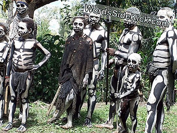 Vampyr Cannibals: Real Ghouls Haunt Papua Ny Guinea
