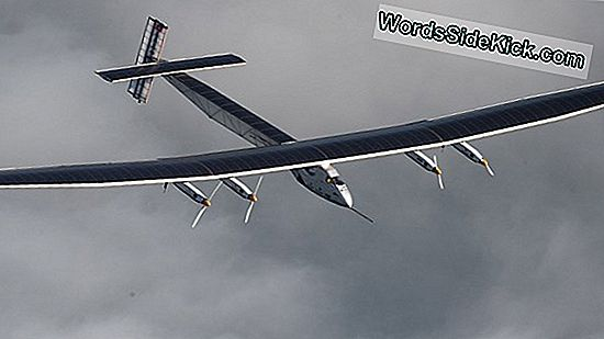 Solar Plane Afslutter Historisk Round-The-World Flight