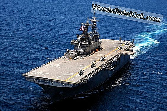Us Navy Warships Offer Aid Efter Super Storm Sandy