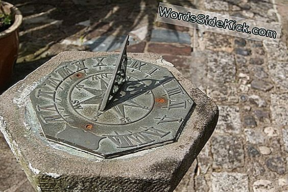 Tid Til At Fejre: Ancient Sundial Made For Honor Roman Politician