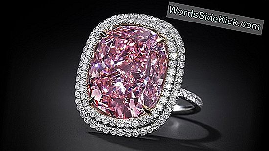 Giant 'Pink Legacy' Diamond Fetches Over $ 44 Millioner Ved Auktion