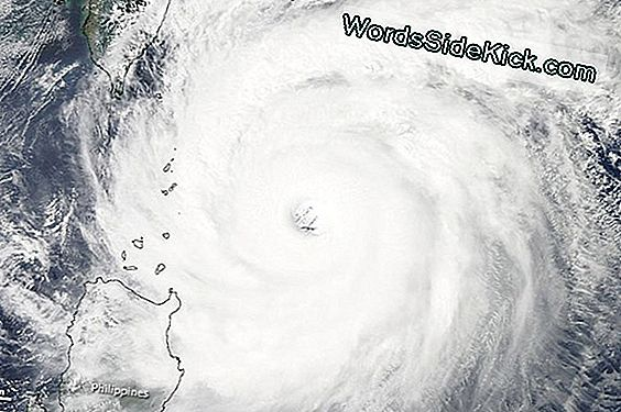 Satelliter Spies Super Typhoon Jelawat