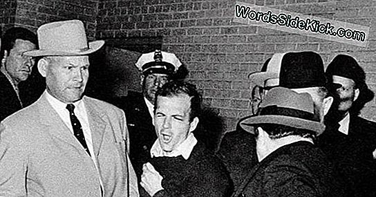 Foto Incriminatoria De Lee Harvey Oswald No Falsificada