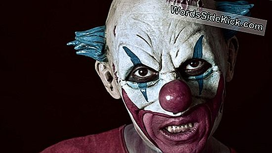 Scary Clown Terrorisoi British Townin