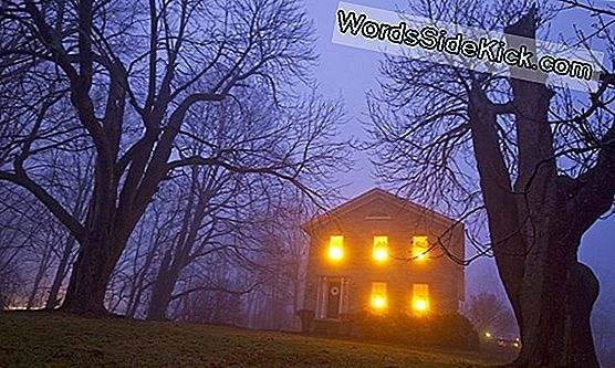 10 Real-Life Haunted Houses