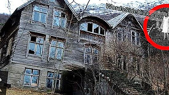 10 Real-Haunted Houses