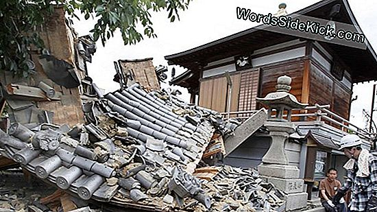 Deadly Japan Earthquake Aggiornato A 9.0-Magnitude