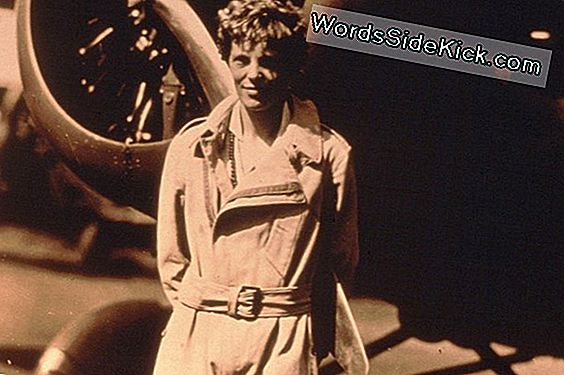 Amelia Earhart: Biography & Disappearance