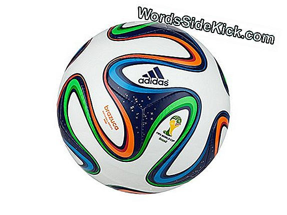 Peering In De Brazuca-Bal Van De World Cup