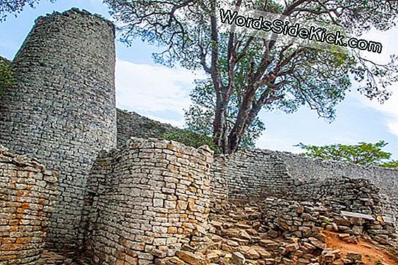 Great Zimbabwe: African City Of Stone