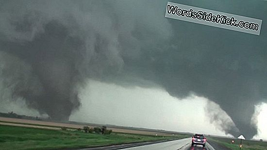 Storm Chasers Captură Twin Tornadoes Pe Video