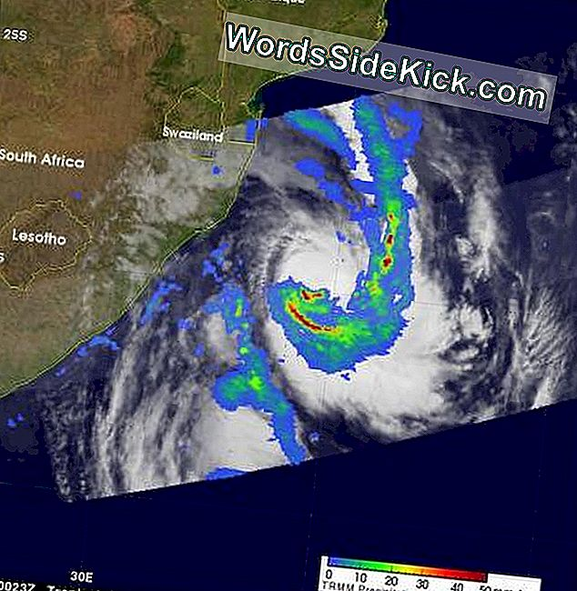 Tropische Storm Irina Looping The Loop Before African Landfall